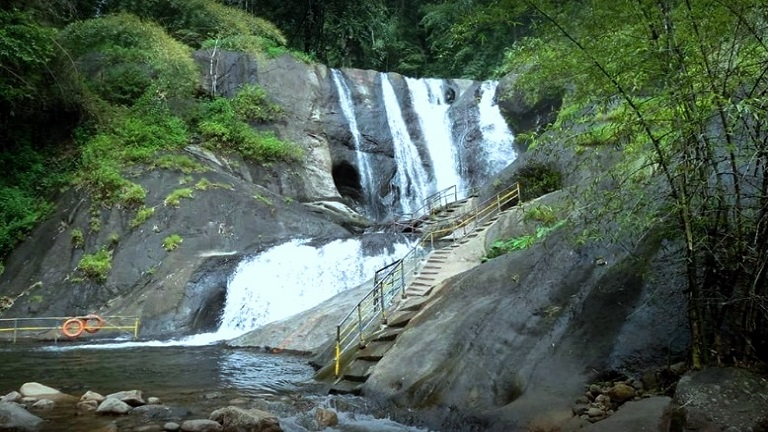 Kumbhavurutty Manalar Waterfalls